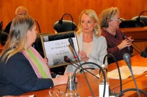 Remise du Prix de la Mayenne par Mme la Sénatrice Elisabeth DOINEAU à Mme Anne BERNET